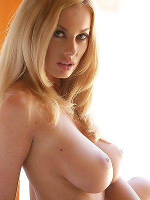 hot nude blondes